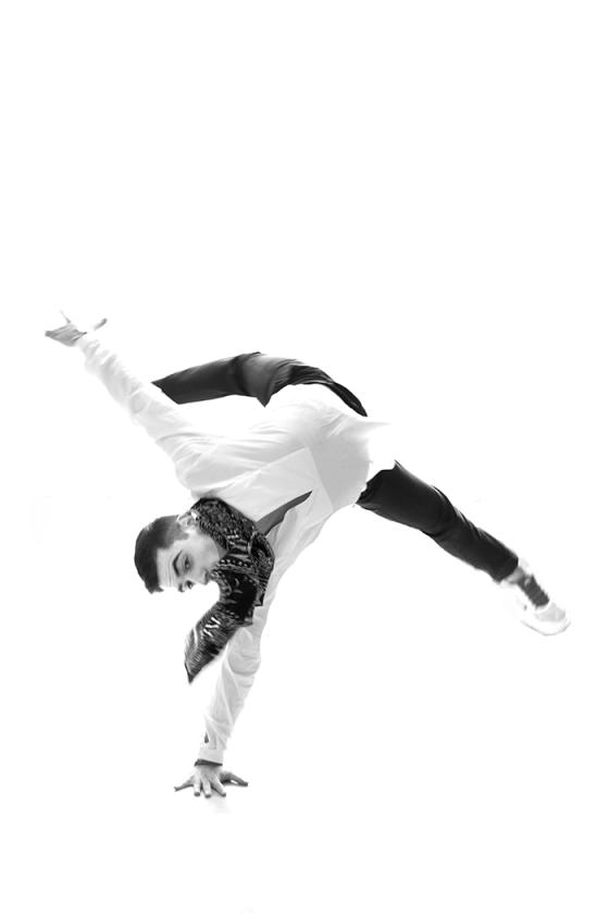 Kosta dancing